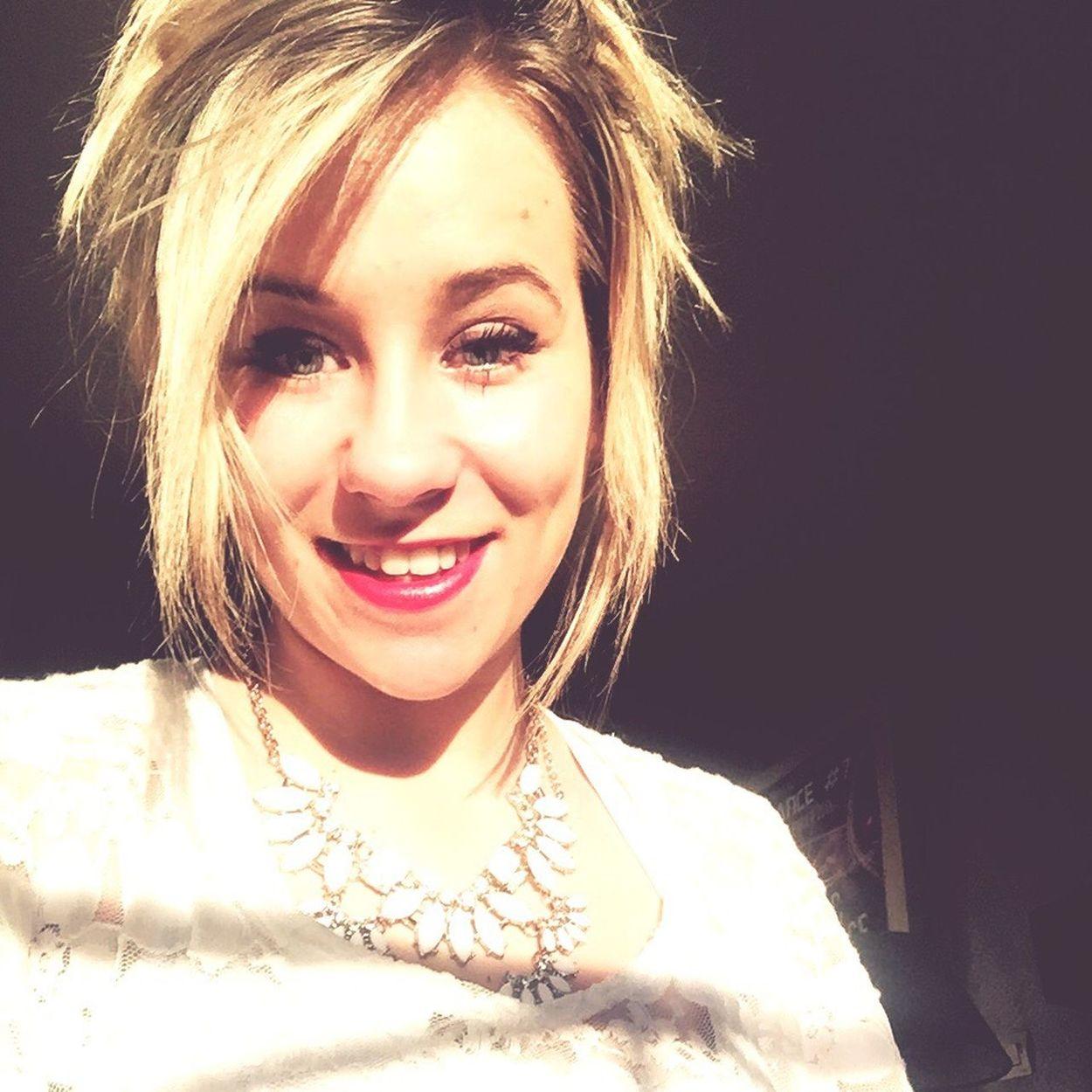 Cute Me Smile Blondie Blonde Girl Hairstyle BlueEyes White Dentelles Lyon