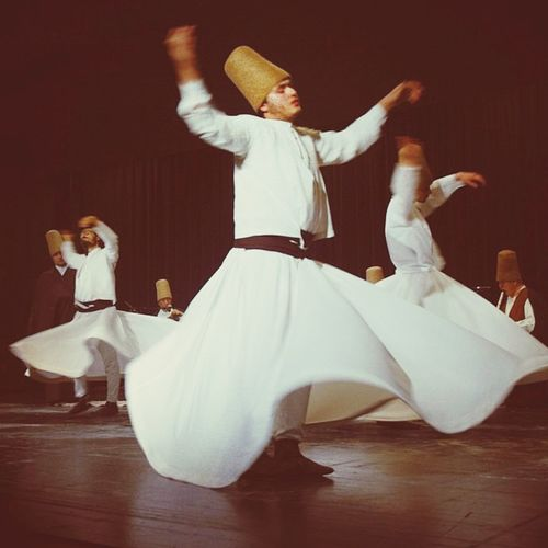 Aşk Sufi Instagood Moda Life Like Islam Benimgözümden Kâbe onun lütuf evi ise de tabiatım (vücudum) onun sır evidir. O evi yaptığından beri, ona gitmedi. Bu eve ise o Hay/diri Hakk'tan başkası girmedi.