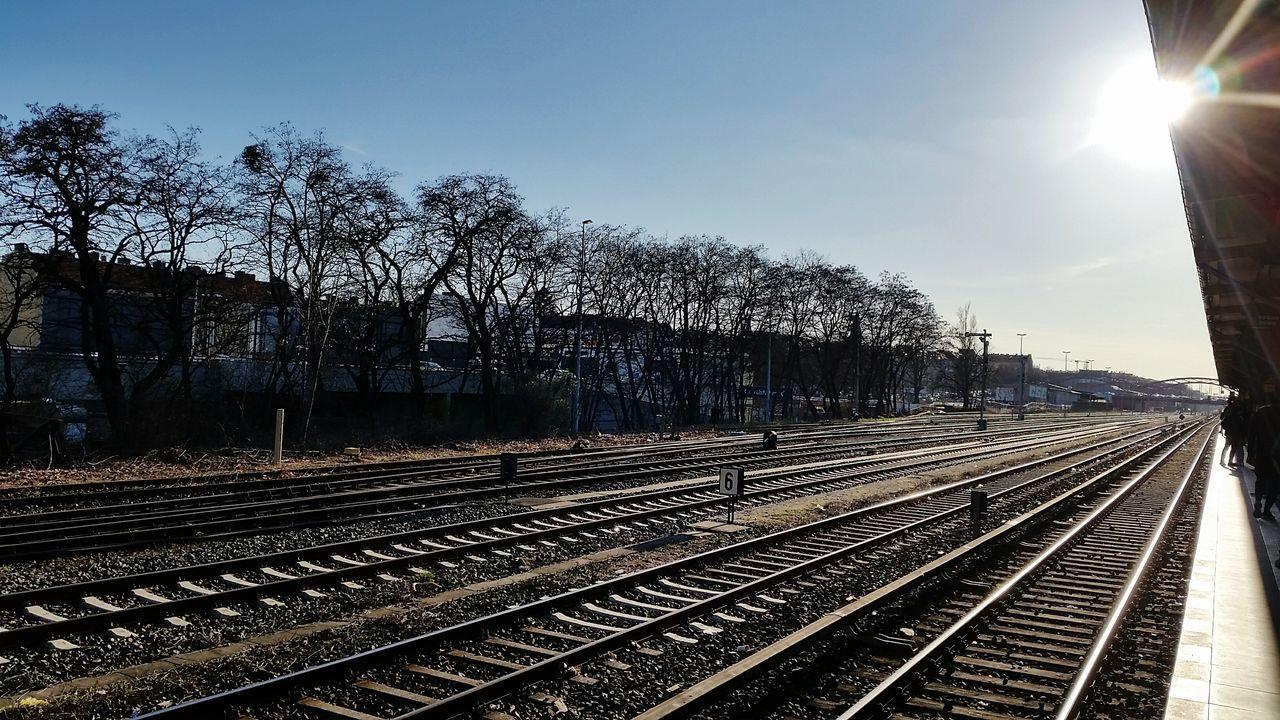 Die Sonne scheint und es flimmert über den Gleisen... Rail Transportation HDR Hdr_Collection Myfuckingberlin Berlin, Germany  Neukölln Public Transportation Railroad Track
