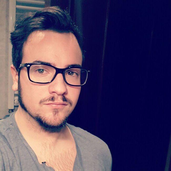 He ido a afeitarme y me he quedado a medias. De momento #patillacas Me Cool Beard New Nashville Igersmadrid Igers Shaved Instaego Campamentokrustydiy Patillacas
