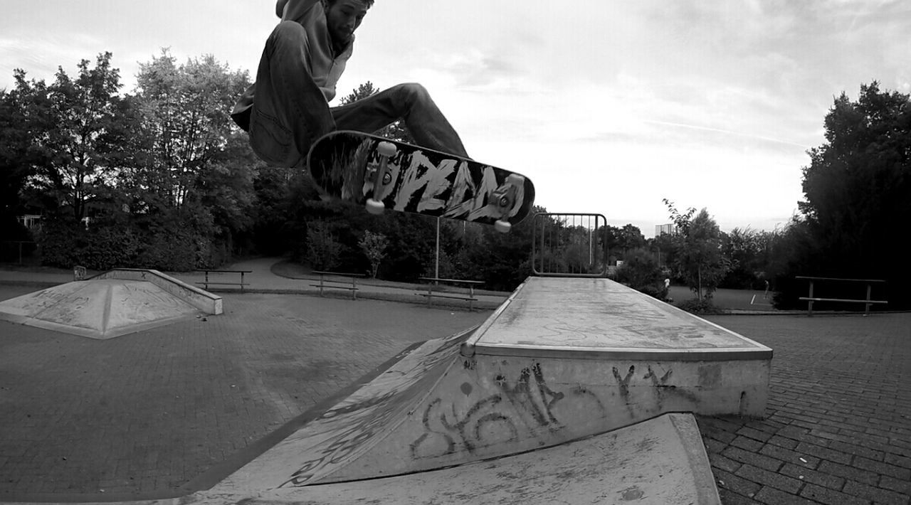 skateboard park, sports ramp, leisure activity, tree, real people, outdoors, sport, sky, one person, day, people