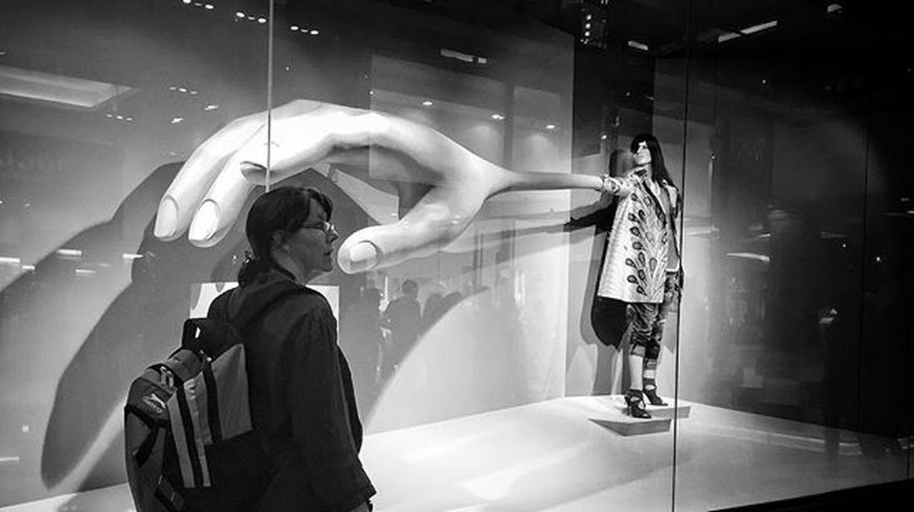 LitratistaSaDaan Daandxb Streettogs Streetphoto_bw Streetphotography SP Bnw_worldwide 1x Bnw_captures Bnw_magazine Dubaistreet Igersbnw Igers_dubai Bnw Photooftheday Kamotserye Daan Apf GPP Ig_captures