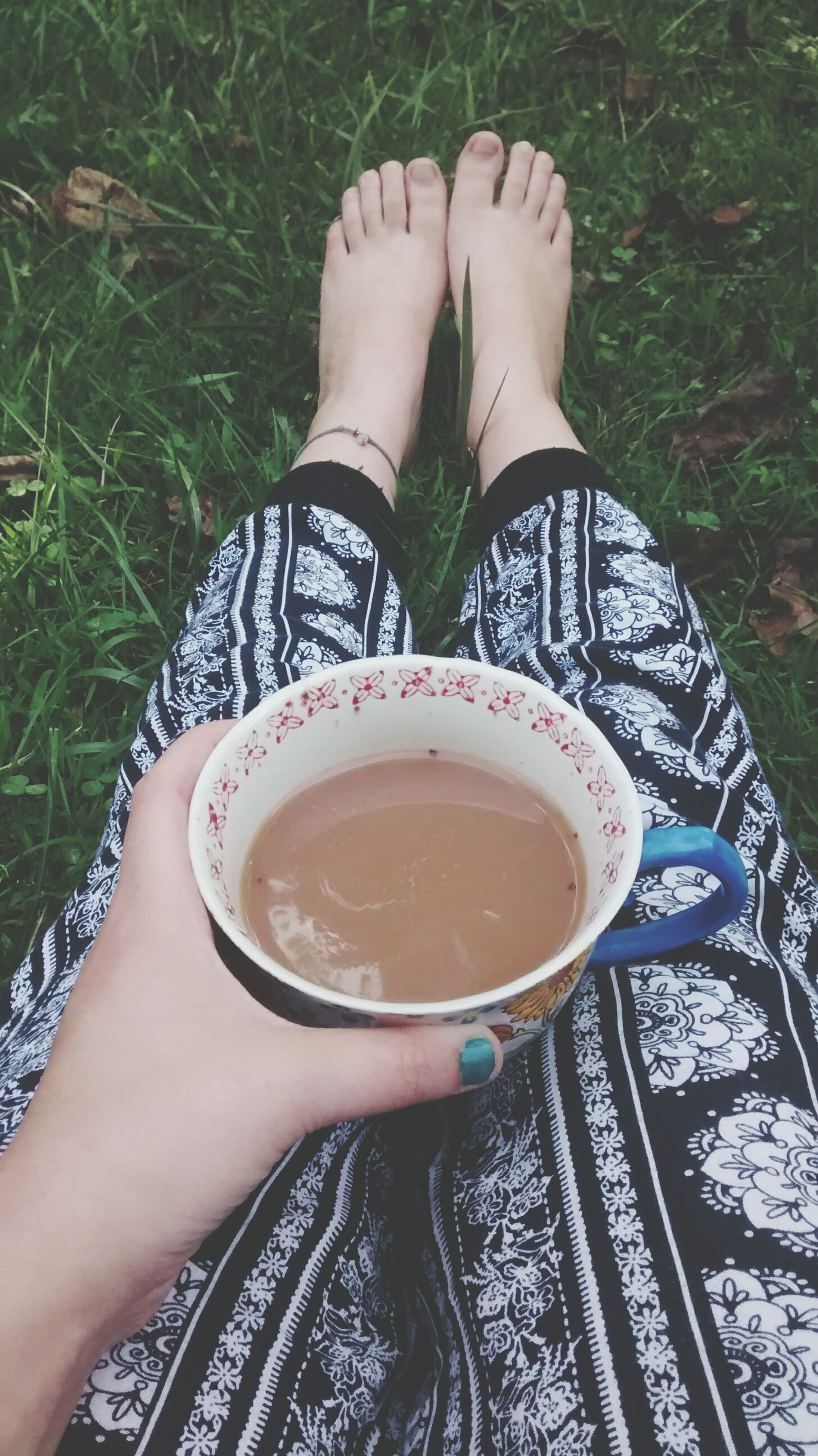 low section, person, personal perspective, lifestyles, leisure activity, refreshment, drink, high angle view, human foot, part of, coffee cup, shoe, relaxation, directly above, sitting
