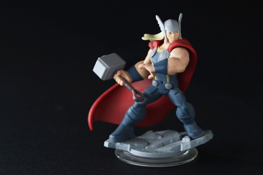 Toy Close-up 70-200mm Softbox Backlit Superhero Hammer Blonde Muscular Black Backdrop Reflector Action Figures