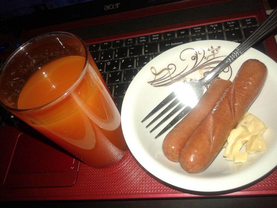Midnight snack? Haha lets eat!! Enjoying Life Fruitcocktail Jucie and seperate Hotdog&cheese haha