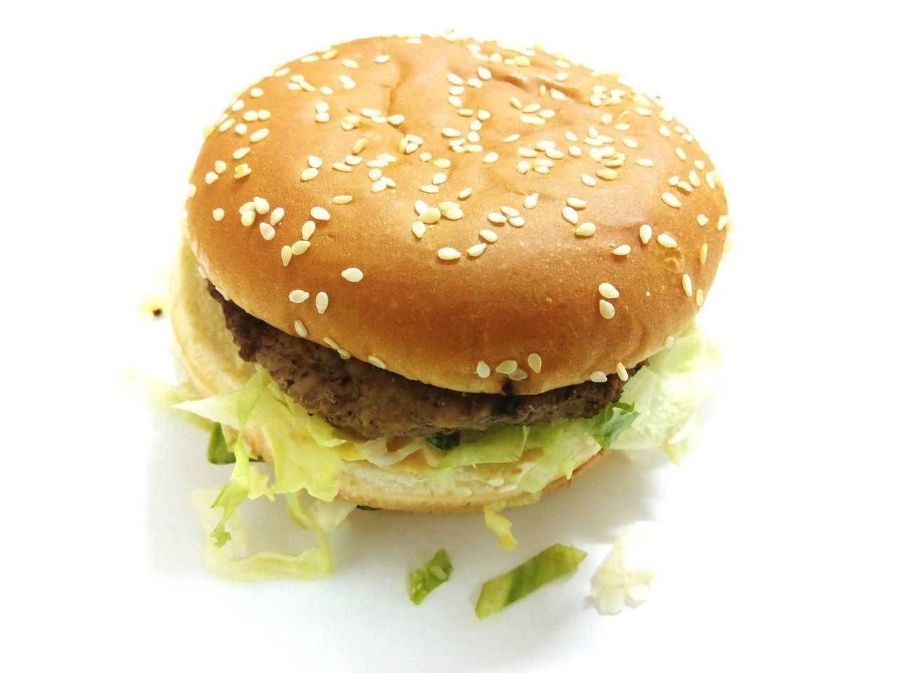 Bread Hamburger Burger Food Bun Sesame Meal No People Food And Drink Unhealthy Eating Seed Sandwich Fast Food Close-up Freshness Ground Beef Fast Food Burger Seed Copy Space Flat Lay Ready-to-eat White Background Food And Drink Studio Shot