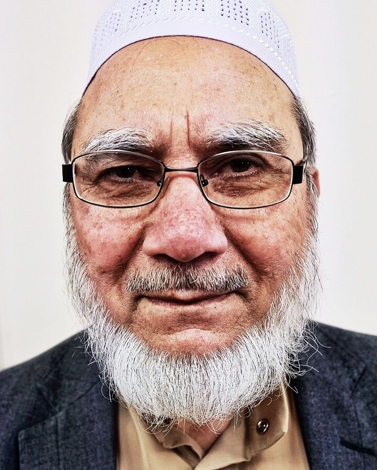 """I shall be 80 next birthday.."" You'd never have realised, he was on the move constantly, attending to his guests. I had to be quick with this portrait...📷 Visit My Mosque London Lifestyle Looking At Camera Real People Beard Portrait Fujifilm_xseries FujifilmXPro2 Only Men Muslim Culture Portrait Photography Mature Adult Beardstyle Portraits London People"