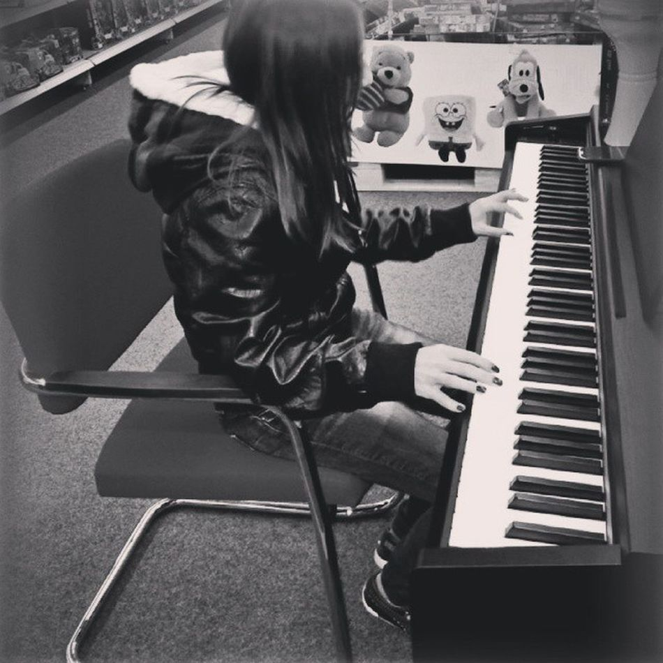 Music Genre Song Songs melody my rnb pop love rap dubstep instagood man beats jam myjam Piano Mucisnewsong Lovesongs bestsong Black & White One Woman repeat listentothis piano instamusic