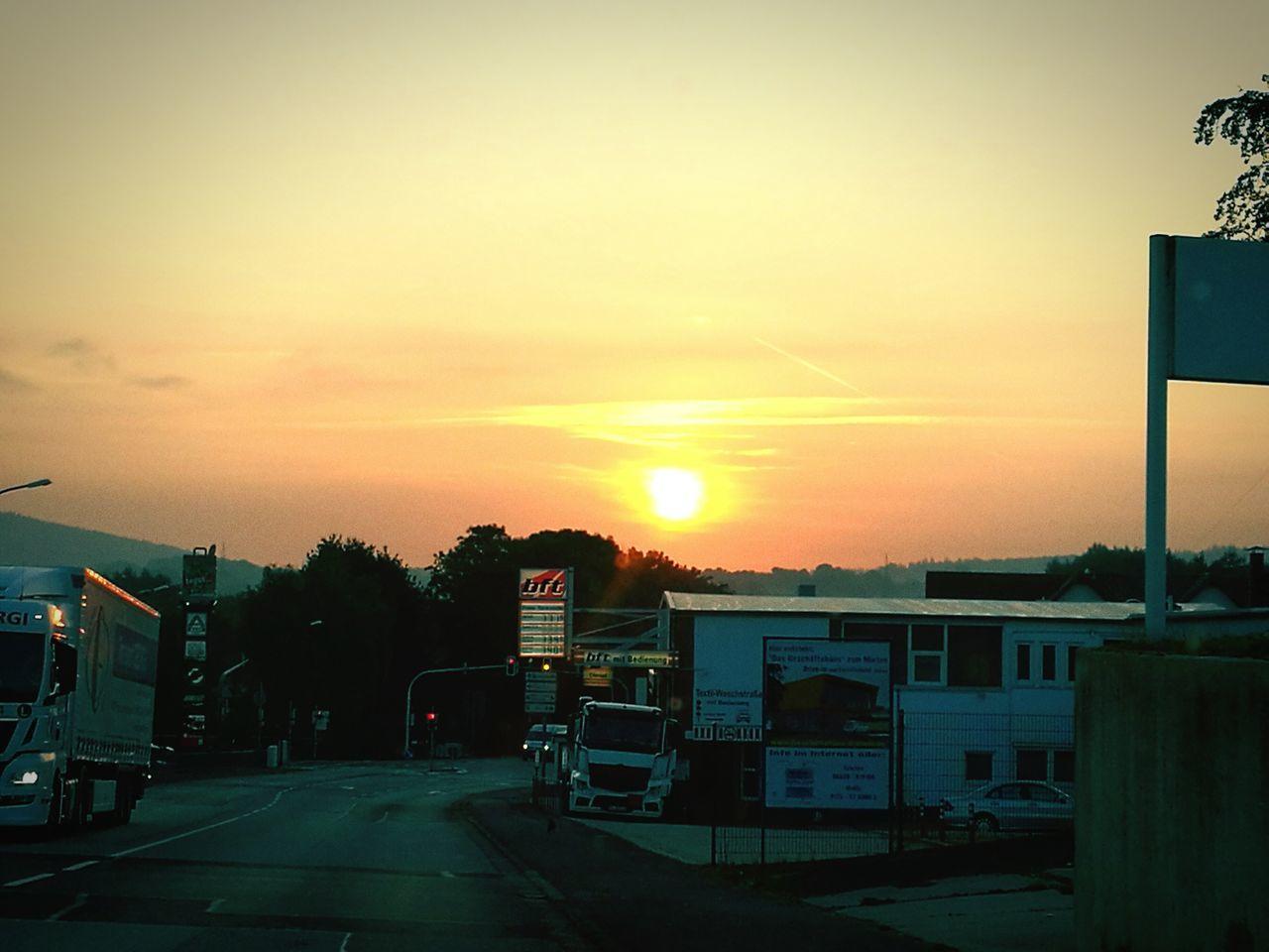 Sonnenaufgang in unserer schönen Kleinstadt. Sunset Sun Orange Color Sky Cloud - Sky The Way Forward Outdoors Beauty In Nature First Eyeem Photo