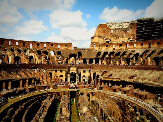 The Tourist in the Colosseum in Rome. Italy Italia Urban Photography Urban Architecture Eyeem Urban Photography Travel Photography EyeEm Traveling Eyeem Travel EyeEm Travel Photography Ruined Building Traveling Capital Kolosseum Colosseo Roma Rom Old Old Buildings Alt Ruin Ruine Ruined