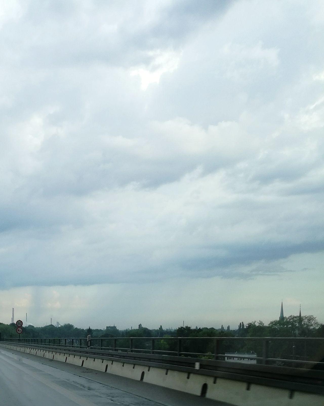Regen fällt aus Wolken Cloud Clouds And Sky Cloud - Sky Clouds Cloudy Day Rainy Days Rain Rainy Day Raining RainyDay Regen Regenwolken Regenwetter Regenwolke Wasser Himmel Und Wolken No People Sky Outdoors Day Duisburg