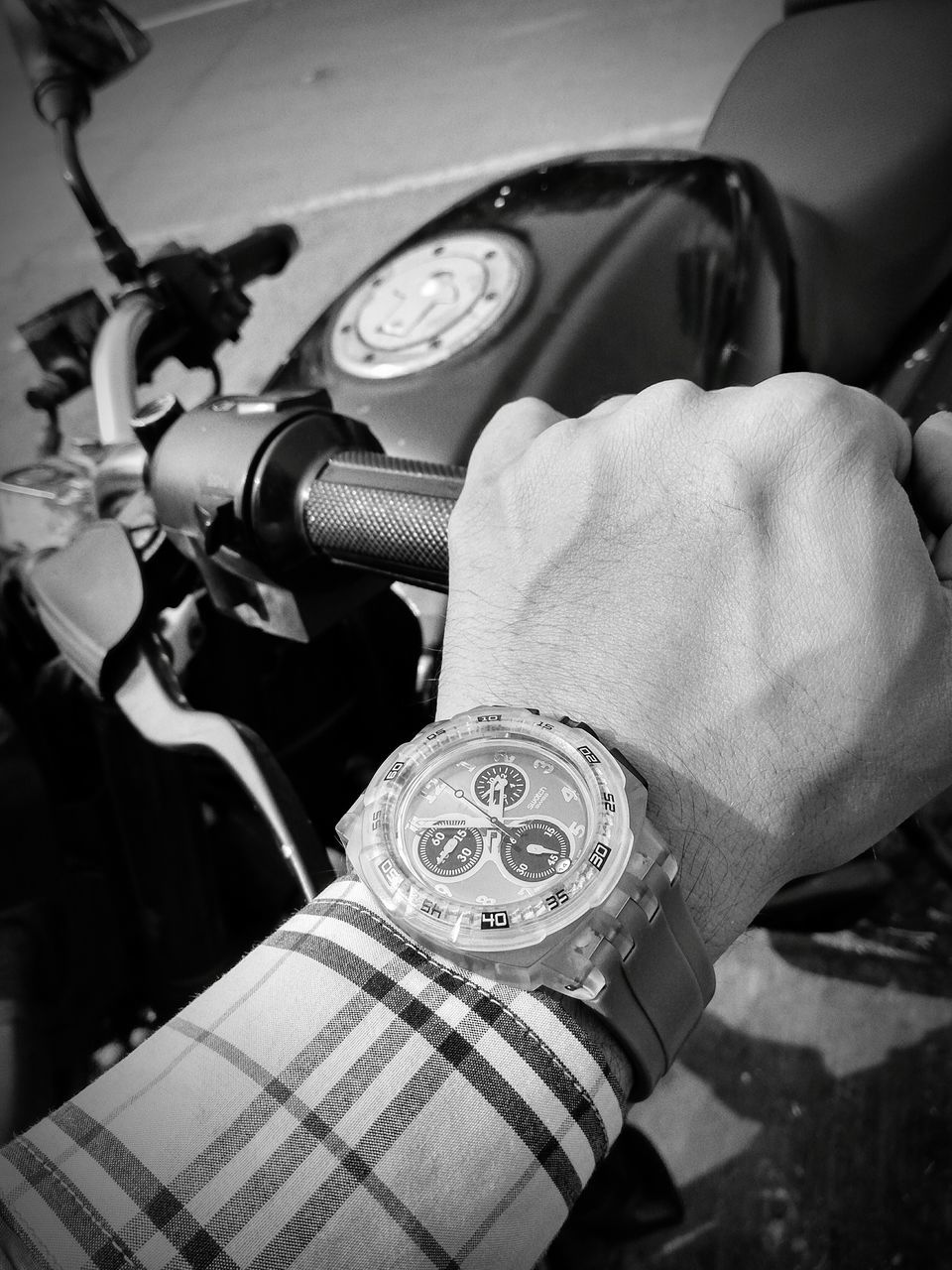 human hand, human body part, real people, holding, one person, wristwatch, time, men, watch, close-up, day, technology, outdoors, clock, people