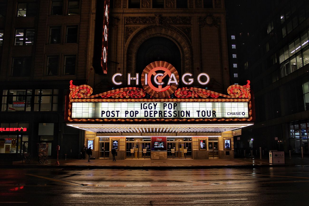 The streets took a shower, and it's starting to look fresh again. Chicago Architecture Chicago Theater Chicago Downtown Downtown Chicago Canonphotography Nightphotography Night Photography Clean Shot
