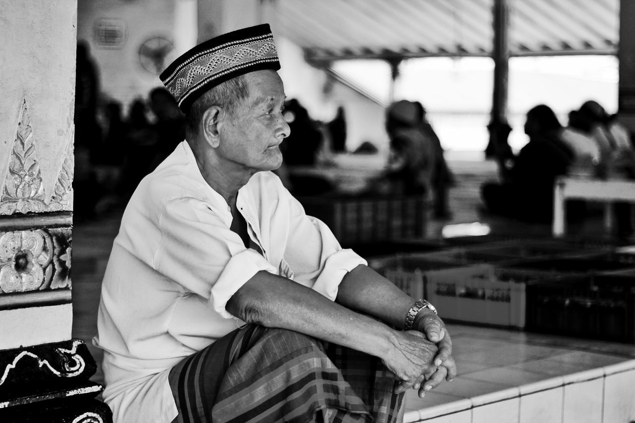 Let's call it a day Life Mosque Old Man Taking Photos Relaxing Enjoying Life Travel Photography Canon Canonphotography Canon60d Vacation Showcase: June EyeEm Indonesia EyeEm Gallery EyeEm Jakarta 50mm F1.8 Yogyakarta People Candid Candidshot Blackandwhite Black And White Bnw Bnw_collection Bnwphotography