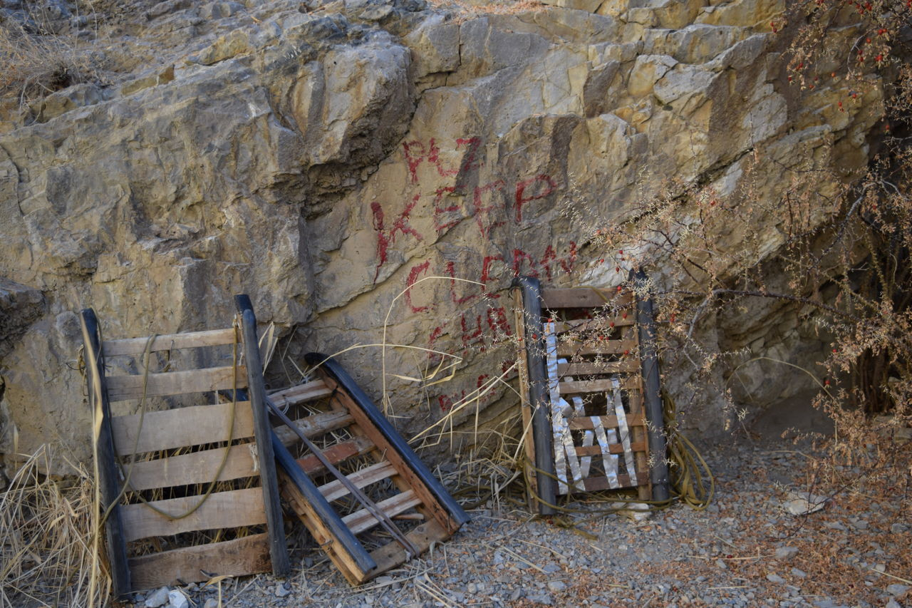 Advent Chadar Trek 2016 Clean Equipment Hiking Keep Clean Message Porter Rock Rock Rock Formation Trekking Trolley