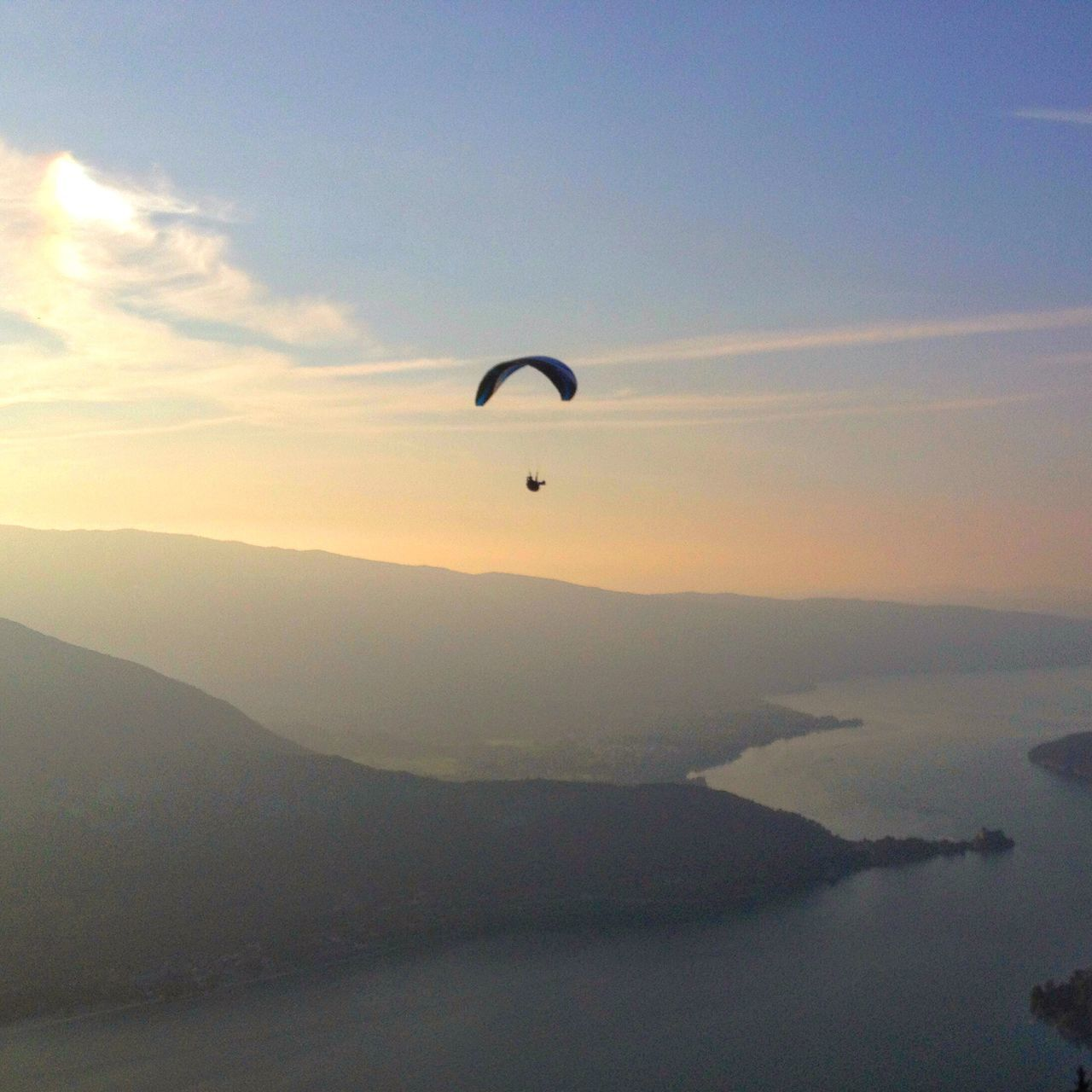 Mountains IPhoneography Iphonephotography France Sunset Sunset_collection Sunset Silhouettes Sunset #sun #clouds #skylovers #sky #nature #beautifulinnature #naturalbeauty #photography #landscape Parachute Parascending