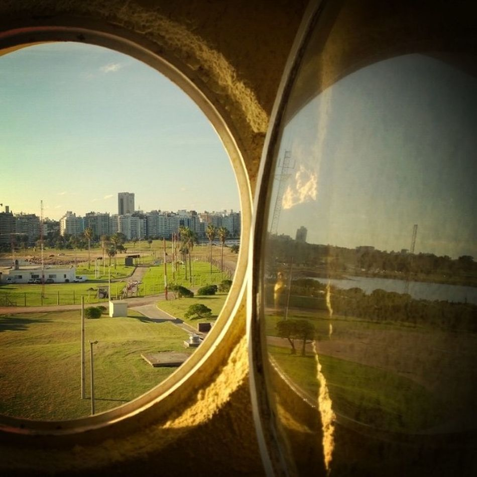 Window Reflection Ventana Reflejo
