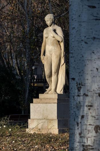 Barcelona Hideandseek Park Statue Streetphotography Tree Woman
