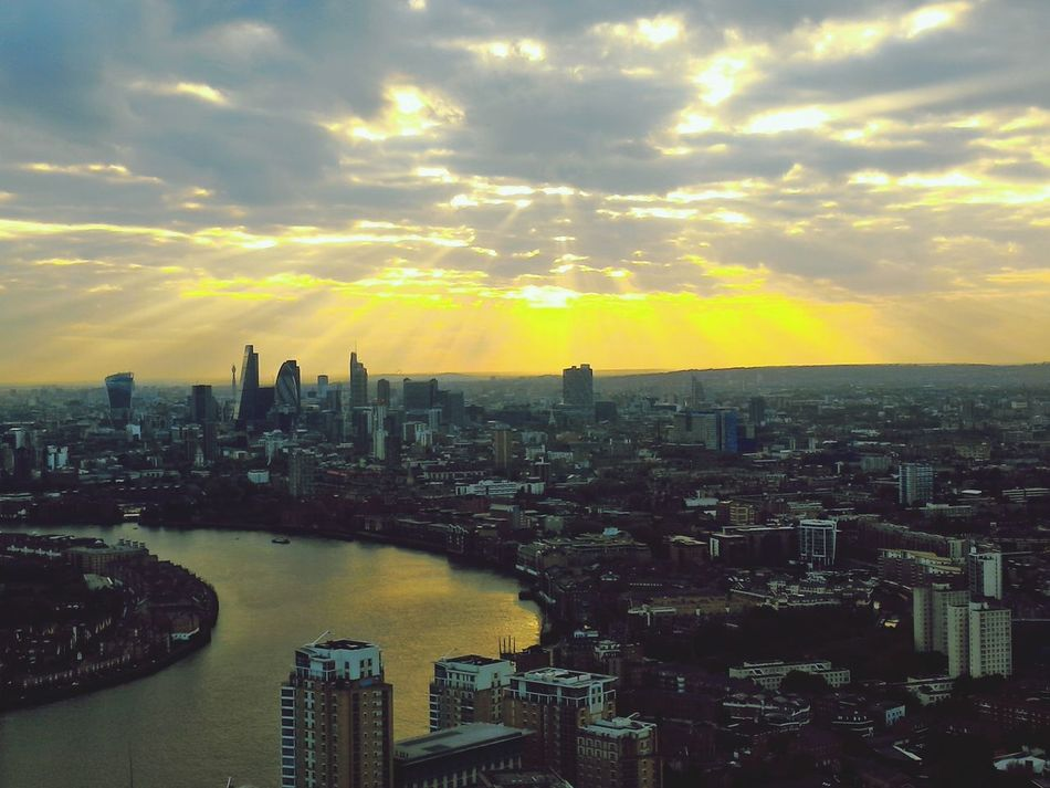 London rays London River Thames Jehovah God Godsbeauty Sunrays Ala Skyporn Shalom Shalom Jehova Emet YHWH Rapha Tsidkenu Shammah Makom