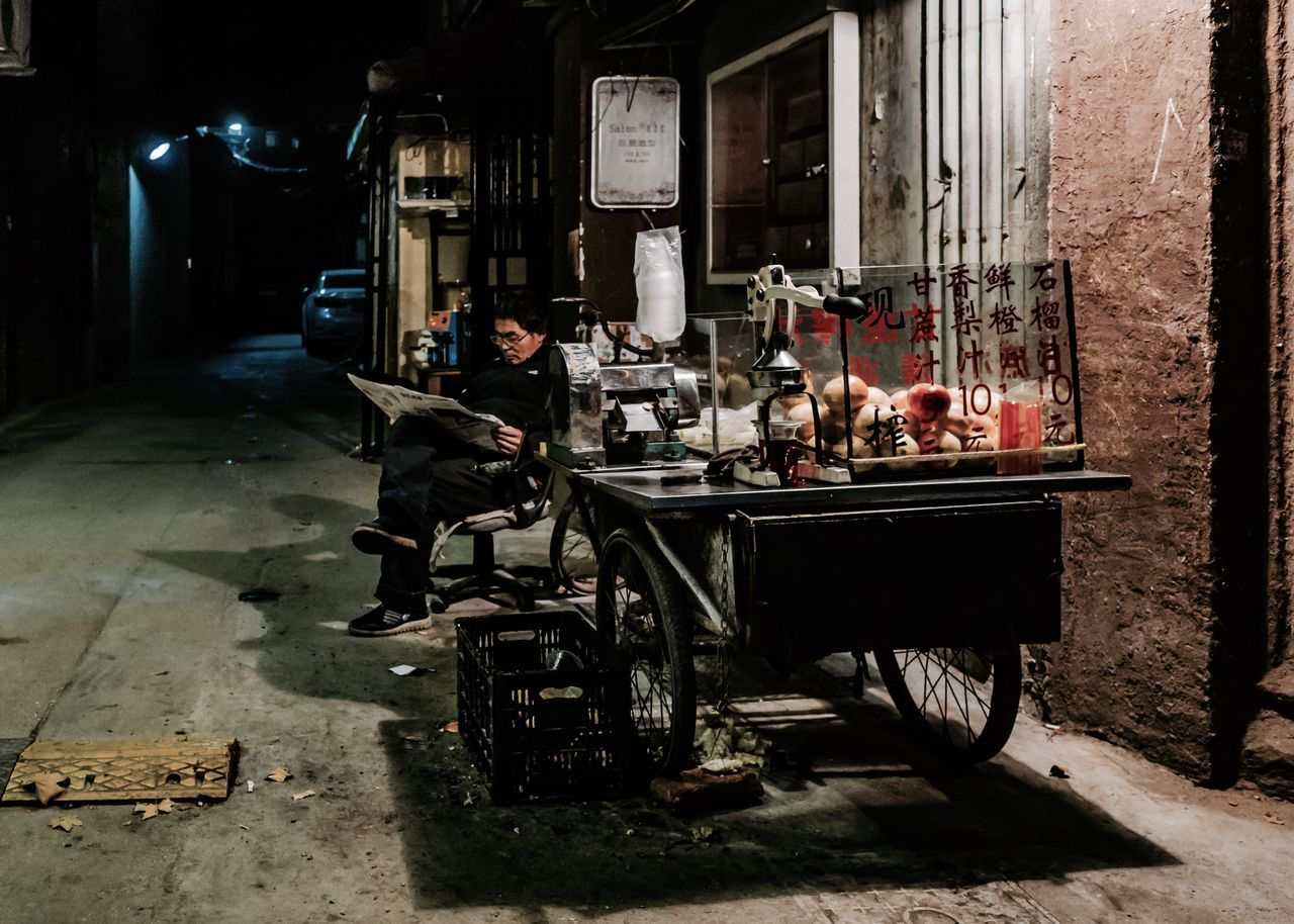 Vendor at cold night From My Point Of View My Street Photography Shanghai Shanghai Streets Shanghai Photography Streetphotography Shanghailife Night Nightphotography Land Vehicle Vendor Taking Photos Embrace Urban Life My City Urban Exploration