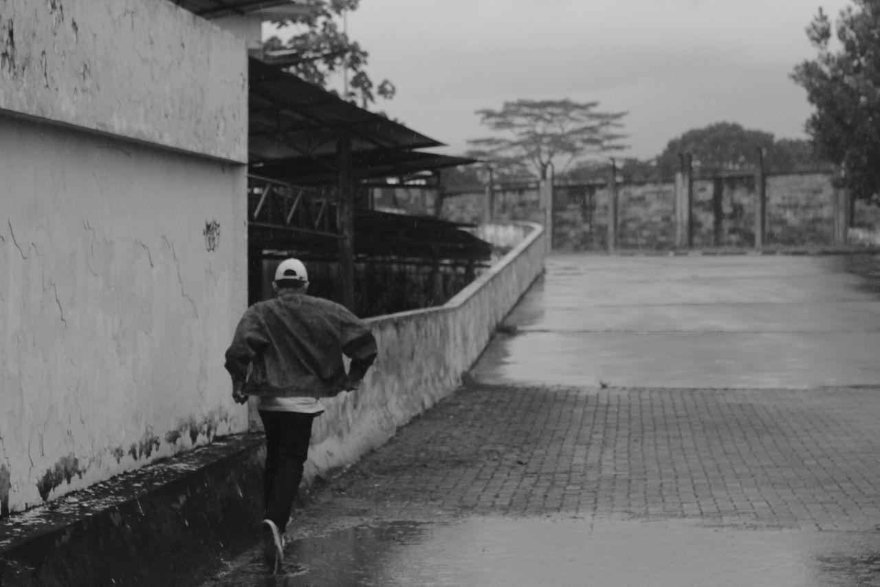 keep moving Street Walk Blackandwhite Deep Awesome Cool Nice Malang Daylight Rain Indie Folk Enjoy Relax