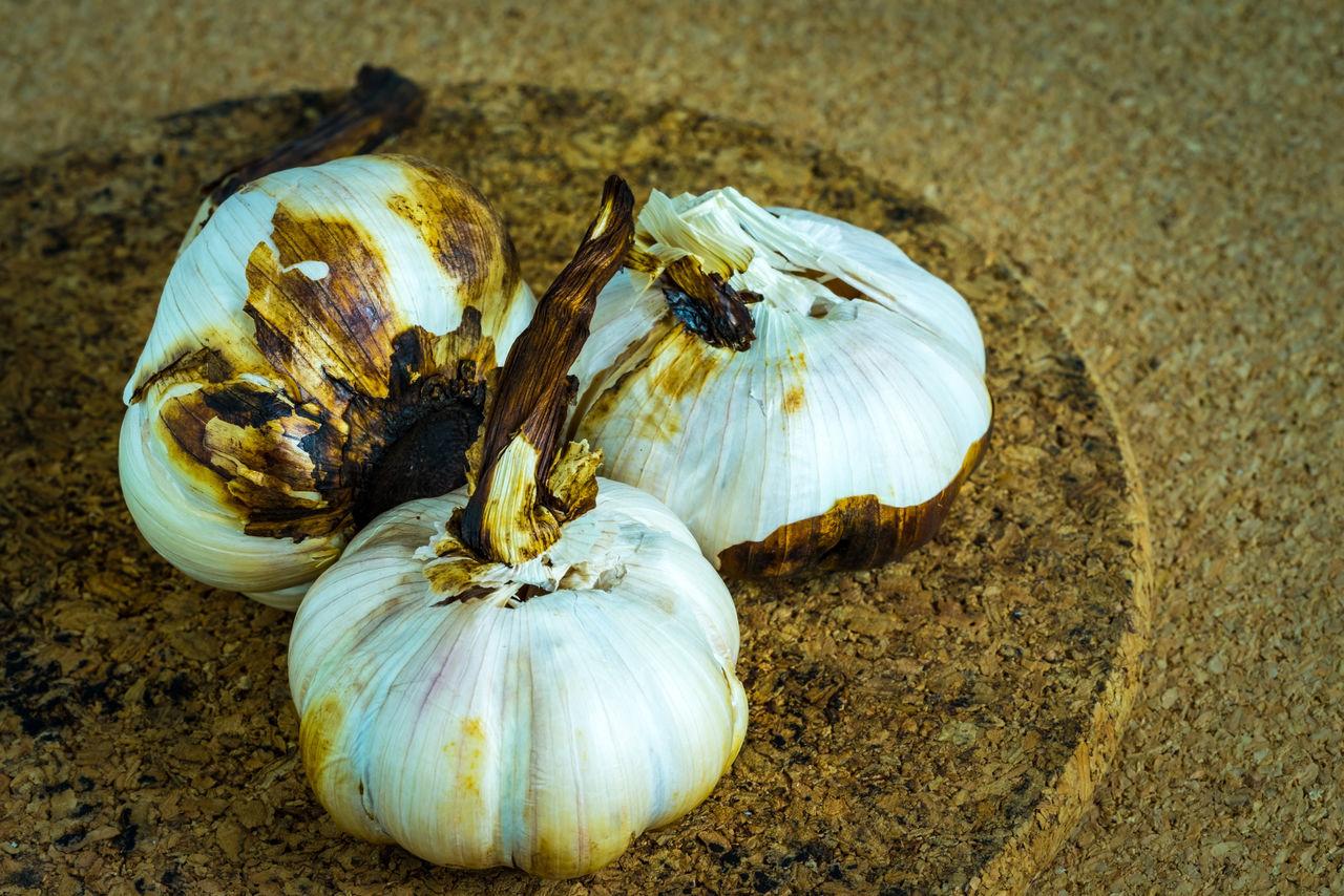Garlic roast on cork sheet Close-up Day Food Food And Drink Freshness Garlic Garlic Bulb Garlic Clove Healthy Eating Herbs Nature No People Organic Food Outdoors Vegetable Vitamin