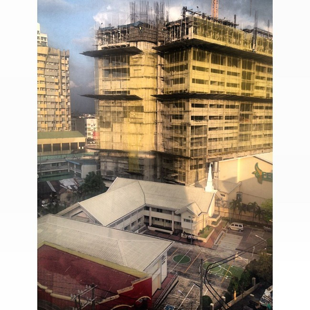 Medyo mataas na rin 'tong new iTam Building ah. Sad to say baka hindi na rin namen maabutan. Hahahaha. Rise Shine Itam StateOfTheArt building ??