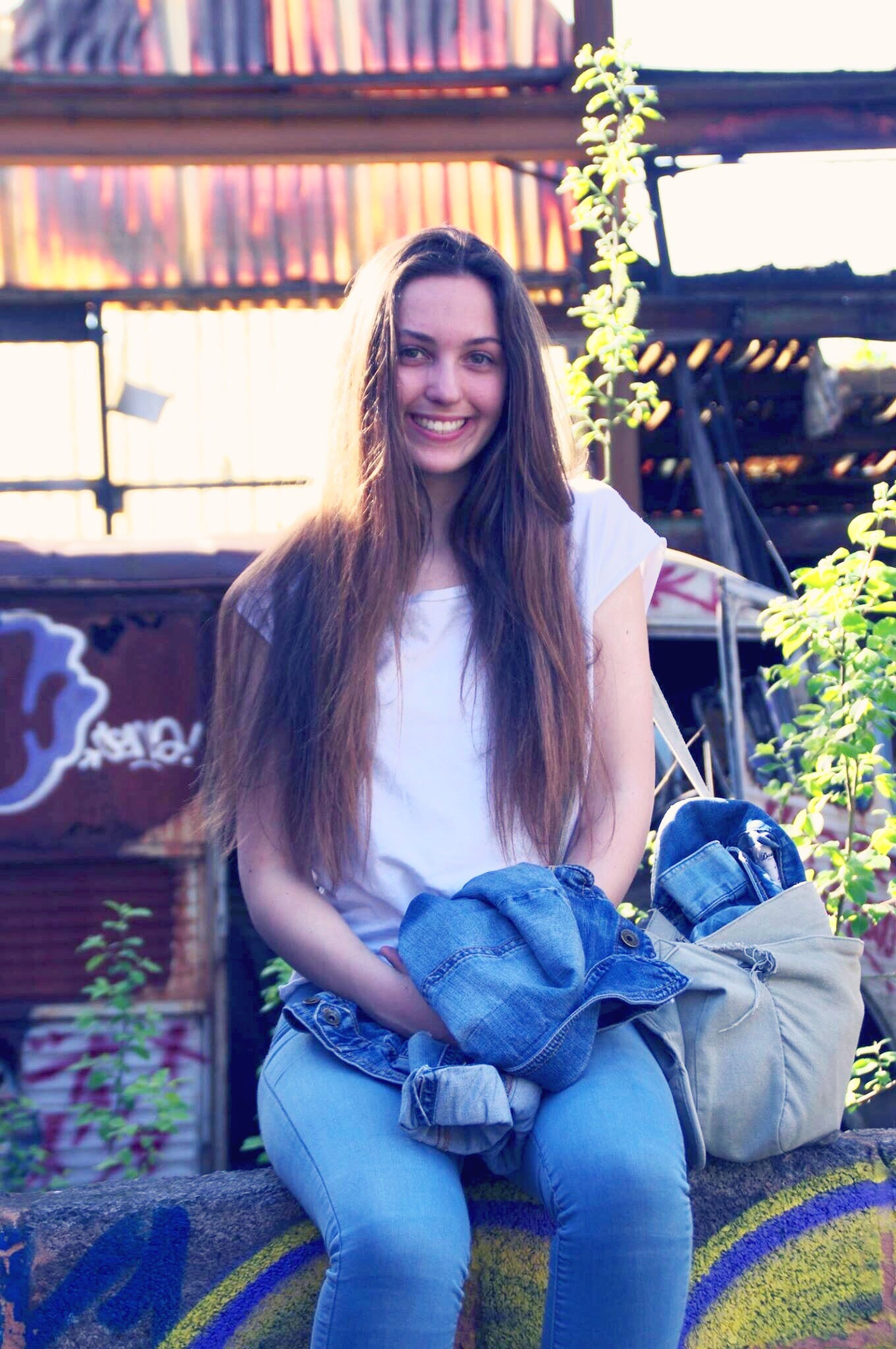 young adult, young women, person, lifestyles, long hair, casual clothing, leisure activity, looking at camera, portrait, sitting, smiling, front view, three quarter length, waist up, sunglasses, relaxation, happiness