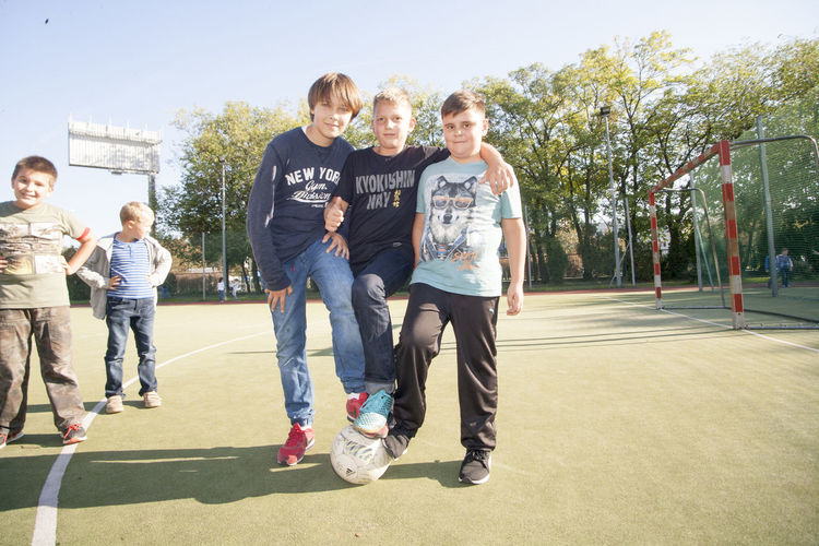 Children 9-13 years in everyday life by teaching in a primary school in Berlin comming from families of mixed Russian-German month ago were hosting in their homes and schools Polish learners. This is the first time in history have been able to replace such a young 9-13 years old learners. Now the Germans came for 5 days to Polish families to school and odladac Warsaw. Each had his partner with whom he lived. Official language of communication is English. everything was organized by p. U.Wosztyl and it was made possible by funding 90% by - DPJW ( deutsch polnische Jugendwerk ) Children 9-13 Years In Everyday Life By Teaching In A Primary School In Berlin Comming From Families Of Mixed Russian-German Month Ago Were Hosting In Their Homes And Schools Polish Learners. This Is The First Time In History Have Been Able To Replace Suc
