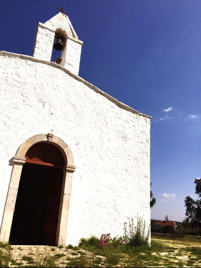 Sunlight Religion Clear Sky Spirituality Sky Bell Tower Whitewashed Building Exterior Low Angle View Architecture Sunlight Day Vincenzo Improta Curch Puglia Built Structure Place Of Worship No People Outdoors Napoli Marigliano Wedding Photography Photography Clear Sky WeddingPlanner