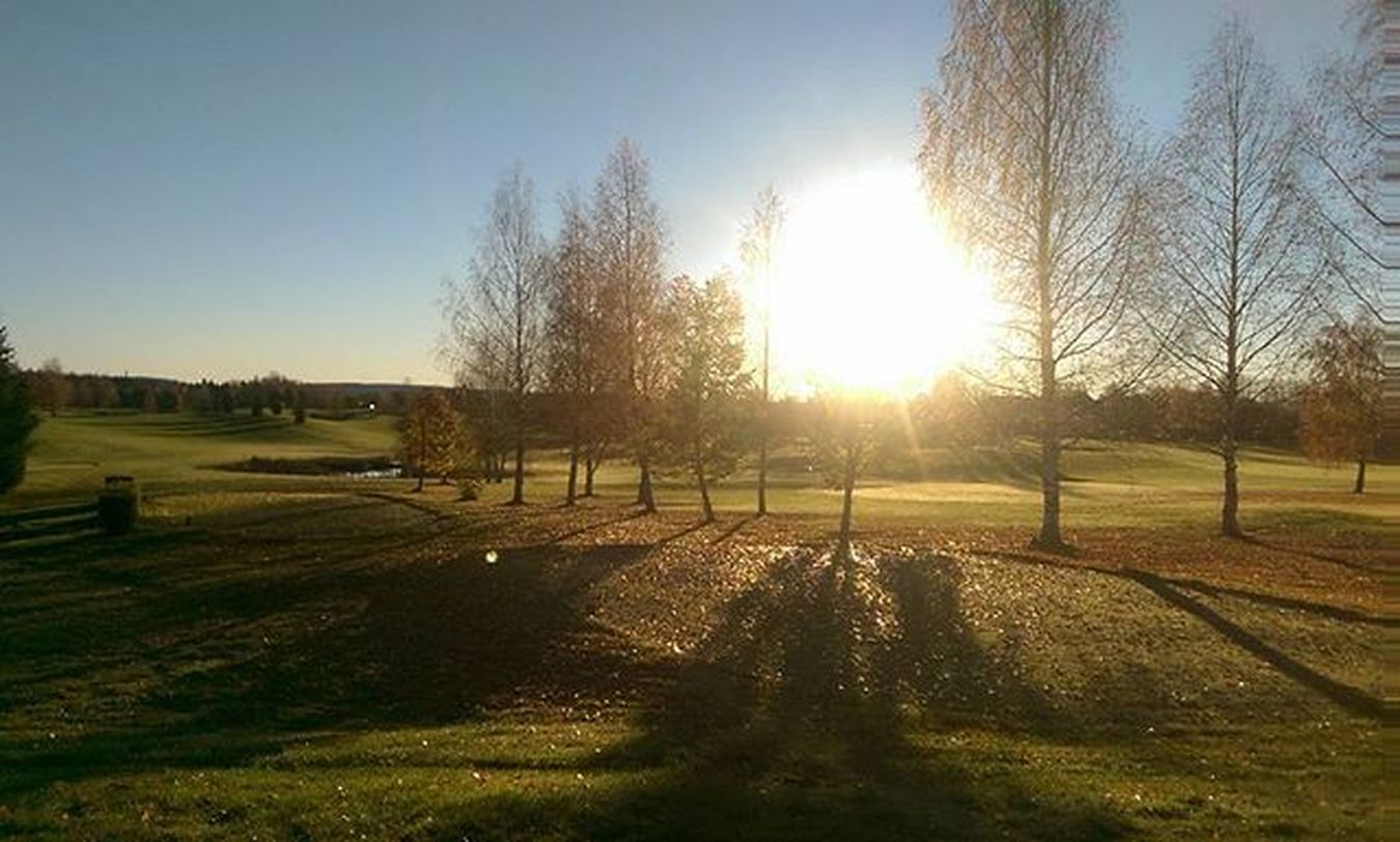 A nice morning picture from today. Gets me in mood for som golfing. Golfers Golfer Golfing Golf Golfcourse Golfpictures Morning Fall Fairway Golftee Nikegolf Titleistgolf Ilovethisgame Norwegiangolfcourse Norskgolf Høst Nesgk