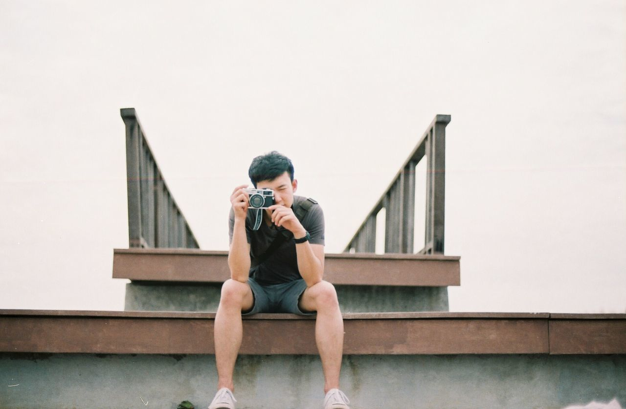 EyeEmNewHere Sitting Wireless Technology One Man Only Steps Front View Full Length City Life Staircase Life Eyeemphoto Natural Light Lifestyles Eyemphotography Filmisnotdead Filmphotographer Feeling Social Issues Life In Motion Nature Inthemoment Analogphotography Analog Lighting Artistic