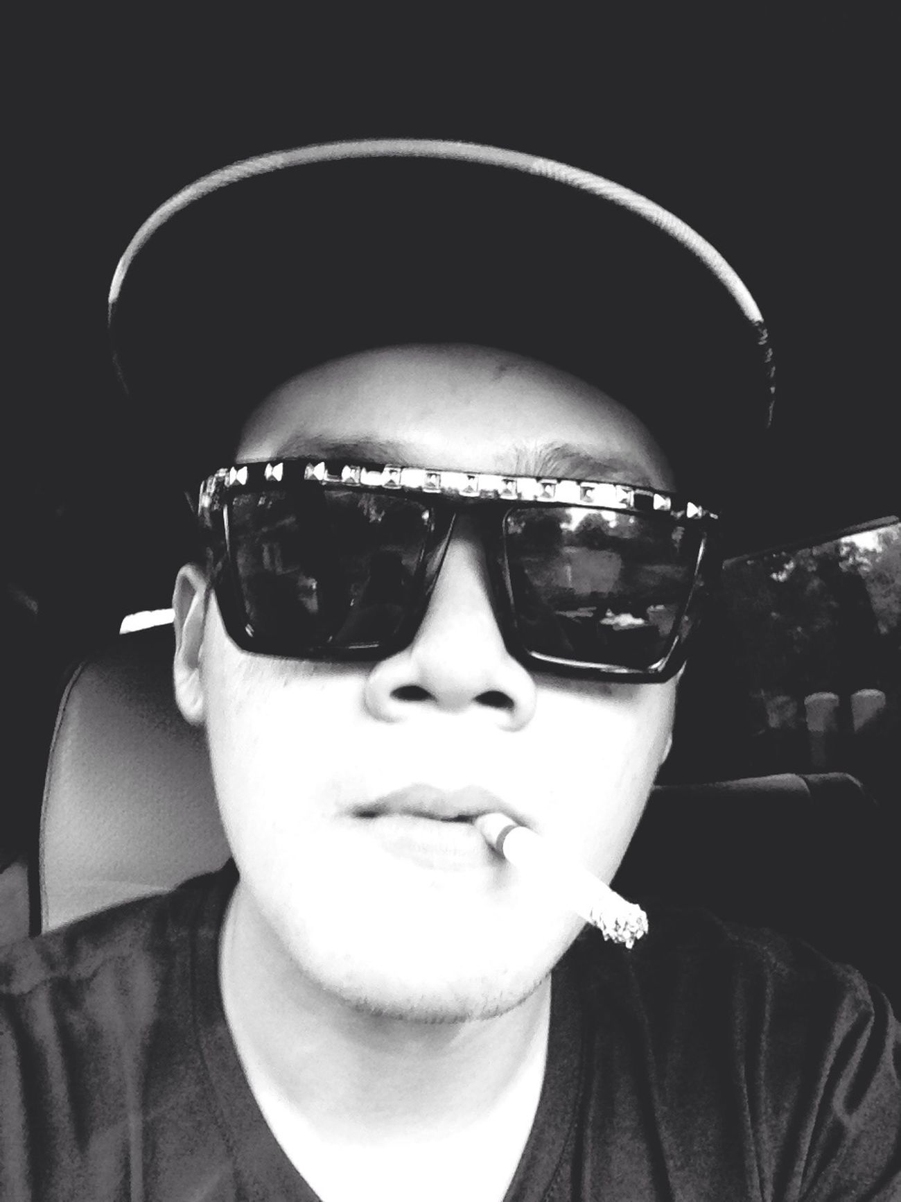 Ripcurl oufoung carporn lifestyle black and white cigarete