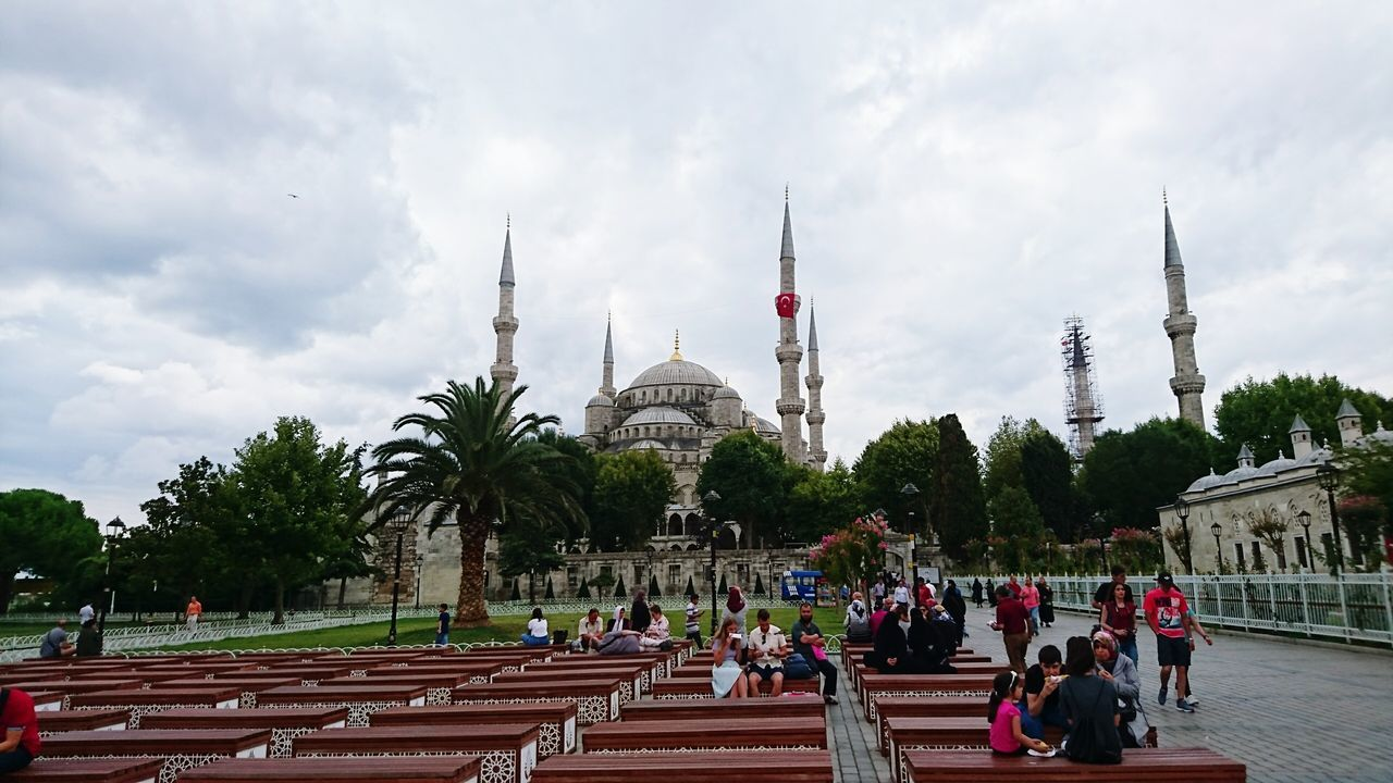 Blue Mosque, again, from its broad garden. Full of visitors, as always, indicates the people's curiosity towards this spectacular view and atmosphere for sure :) Visitors Mosque Turkey Mosques Of The World Mosque Istanbul Turkey Beatiful Beatiful View Beatiful Place