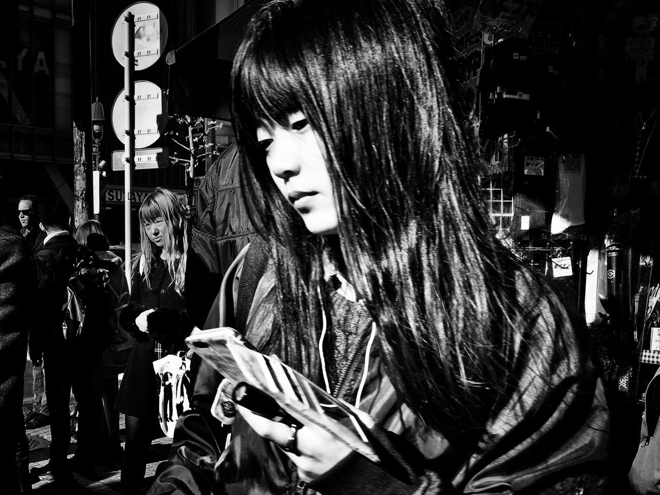 トーキョー・ブルース ~Tokyo Blues~ 渋谷 Shibuya #1 B&w Street Photography Black And White Creative Light And Shadow Monochrome Photography People Shibuya SHINJYUKU Street Street Photography Streetphoto Streetphoto_bw Streetphotographer Streetphotographers Streetphotography Streetphotography_bw Tokyo Tokyo Street Photography Tokyo,Japan