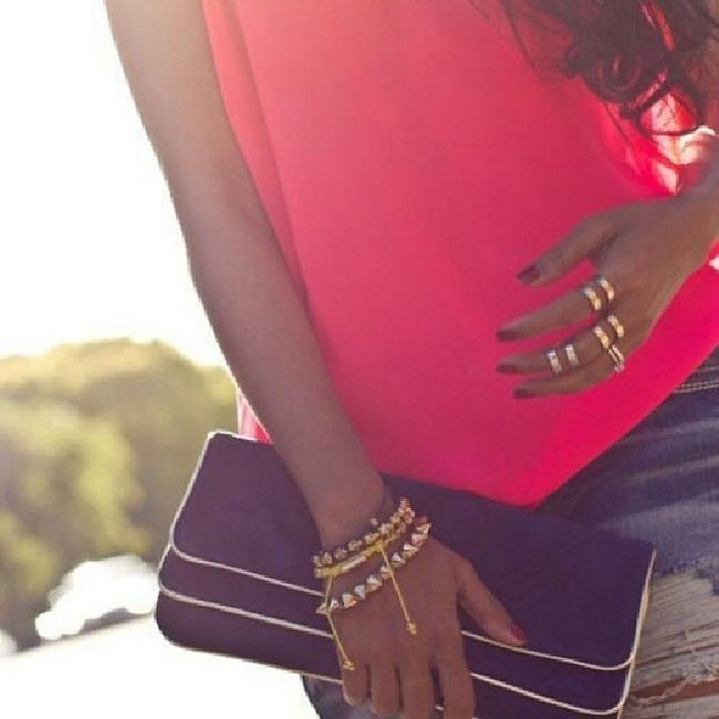 Fashionworkstv Trends Hotsummer HowtoStyle Howto @fashionworks5 Pinktop Denim blue BlackandGold Bag Accessories GoldBracelts girly Goldring CasualOutfit Instagood Tagsforlikes Fashionworks5