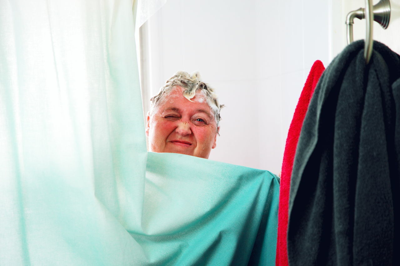 Beautiful stock photos of badezimmer, 45-49 Years, Bathroom, Black Color, Caucasian Ethnicity