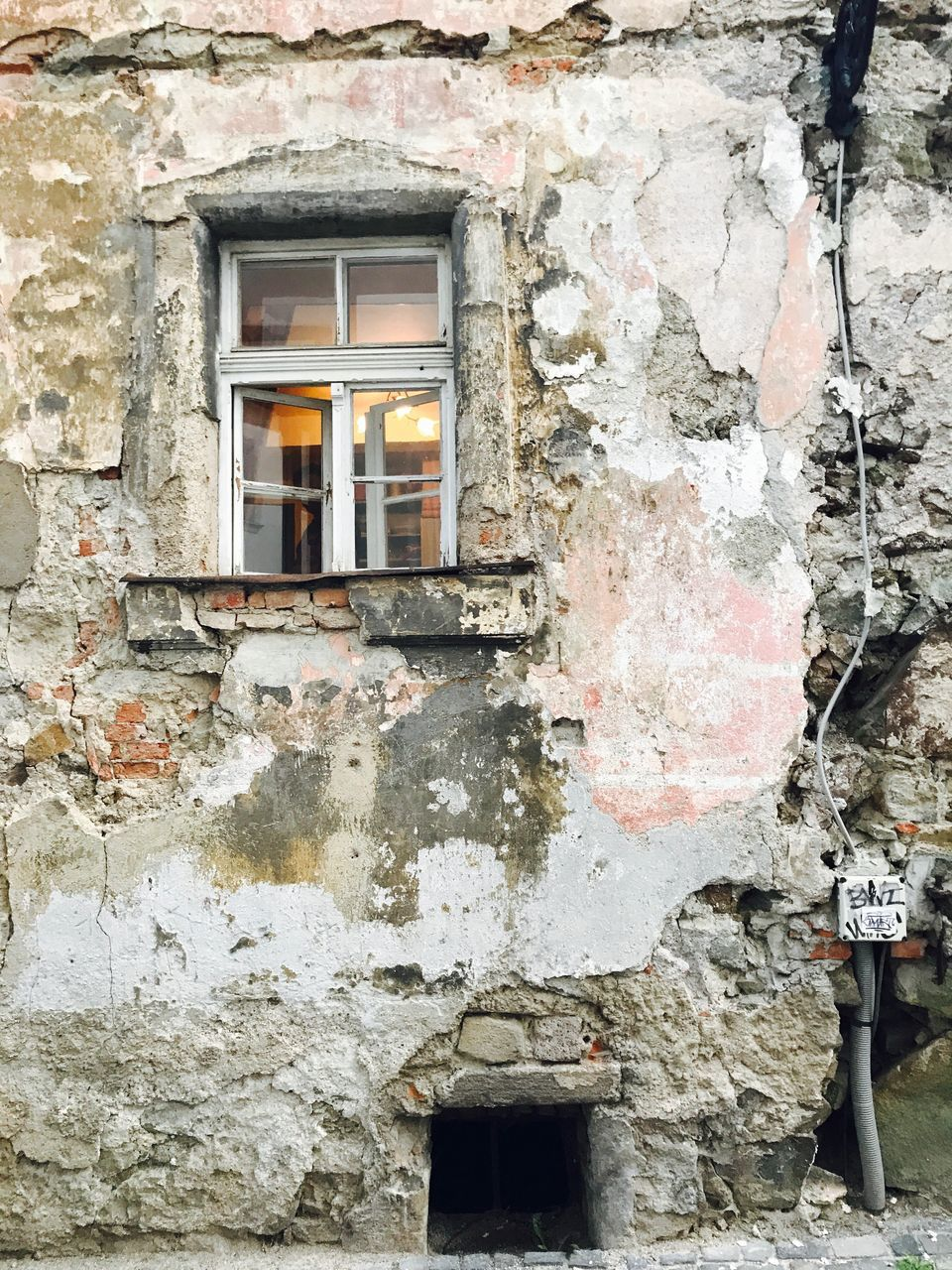architecture, window, built structure, building exterior, abandoned, no people, day, outdoors