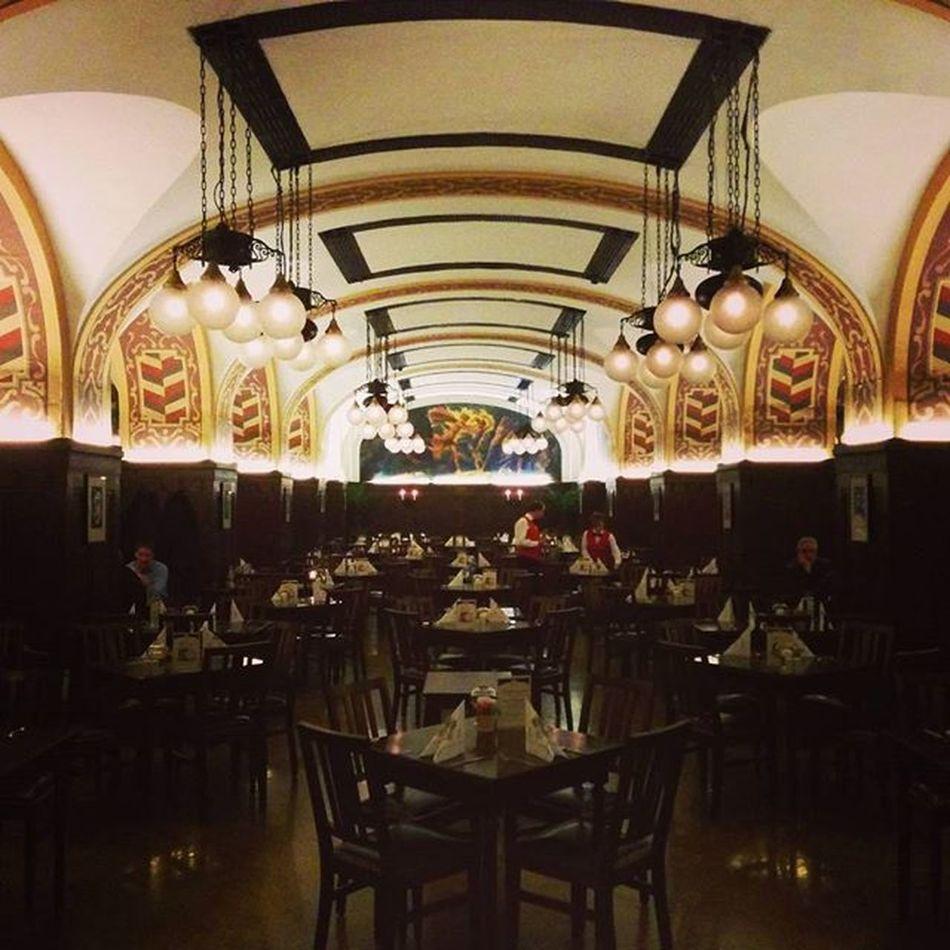 Auf den Spuren von Goethe 's Faust Mephisto Restaurant Dinner Symmetry Architecture Arc Gothic