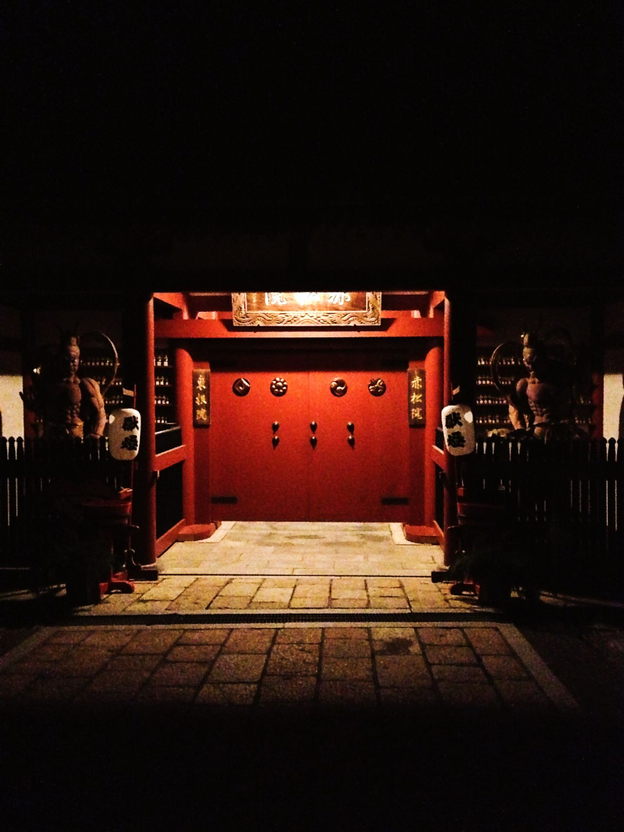 Night Illuminated No People Outdoors Japan Japanese Culture Japanese Style Door Red Light And Shadow Lights In The Dark Lights Nio Guardian Guardians Wooden