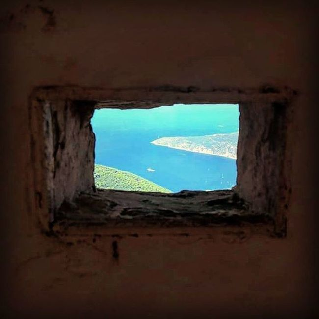 Sea-Square Window Hole In The Wall