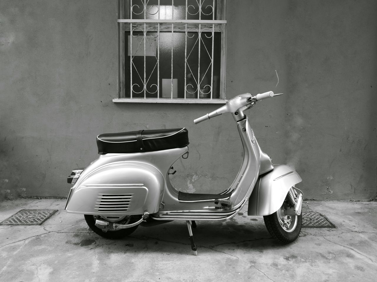 the legendary Vespa Architecture Building Exterior Design Italy Land Vehicle Made In Italy No People Nostalgic  Old Parked Retro Revival Scooter Stationary Transportation Vespa Vintage