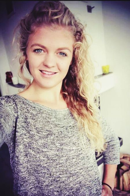 Live Your Life *-* That's Me BlueEyes Smile :)