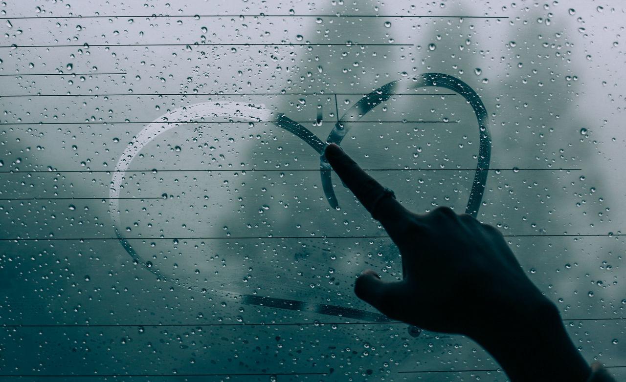 // ❄️ // AMPt_community Canon Car Cold EyeEm EyeEm Best Shots EyeEm Nature Lover Fog Heart Human Hand Indoors  LINE Lines Mirror Rain Shootermag Shootermag_japan Snow Snow ❄ Ultimate Japan Weather White Window