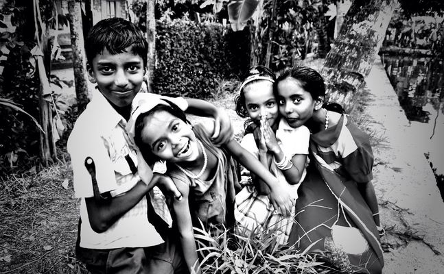 Children in Alleppey by Henrique Santos
