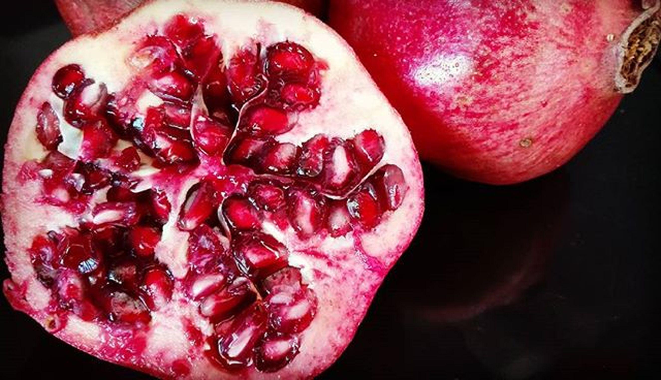 Pomegranate Pomegranates  Fruit Food Huarakau Red Ruby Maroon Crimson Changingplate Perséphone Fyp_minimac_bbg Fyp_macrofood 9Vaga_ColorRed9 9vaga_letterp9 Hello_red