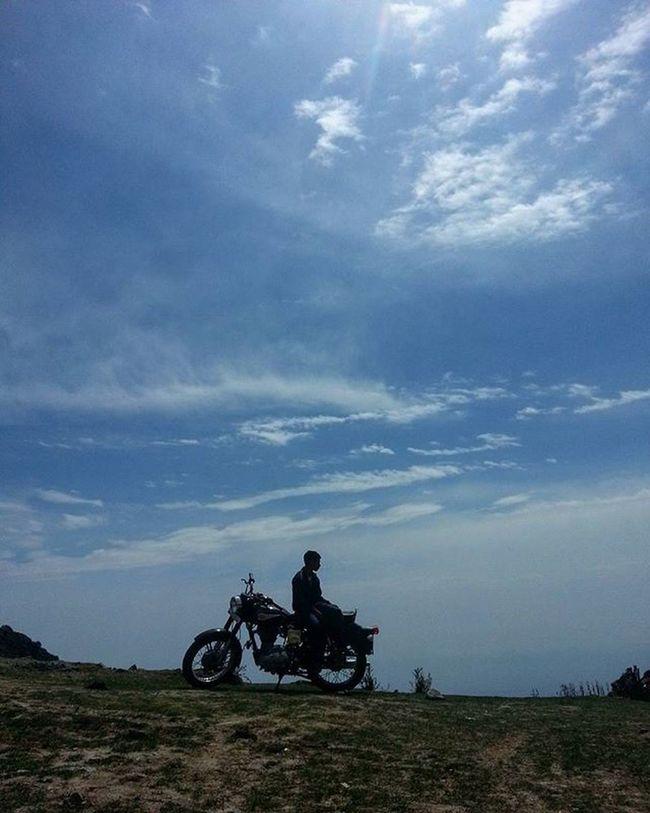 Trip on. @braveharbor Braveharbor Royalenfield Bullet Motorcycle Trip Ride Skies Blue Mountains Hills @incredibleuttarakhand @igersuttarakhand Dehradun Trek Himalayas Mobilephotography Indiapictures Biking India Royalenfieldbeasts RideOrDie Clouds Instaclouds Cloudscape