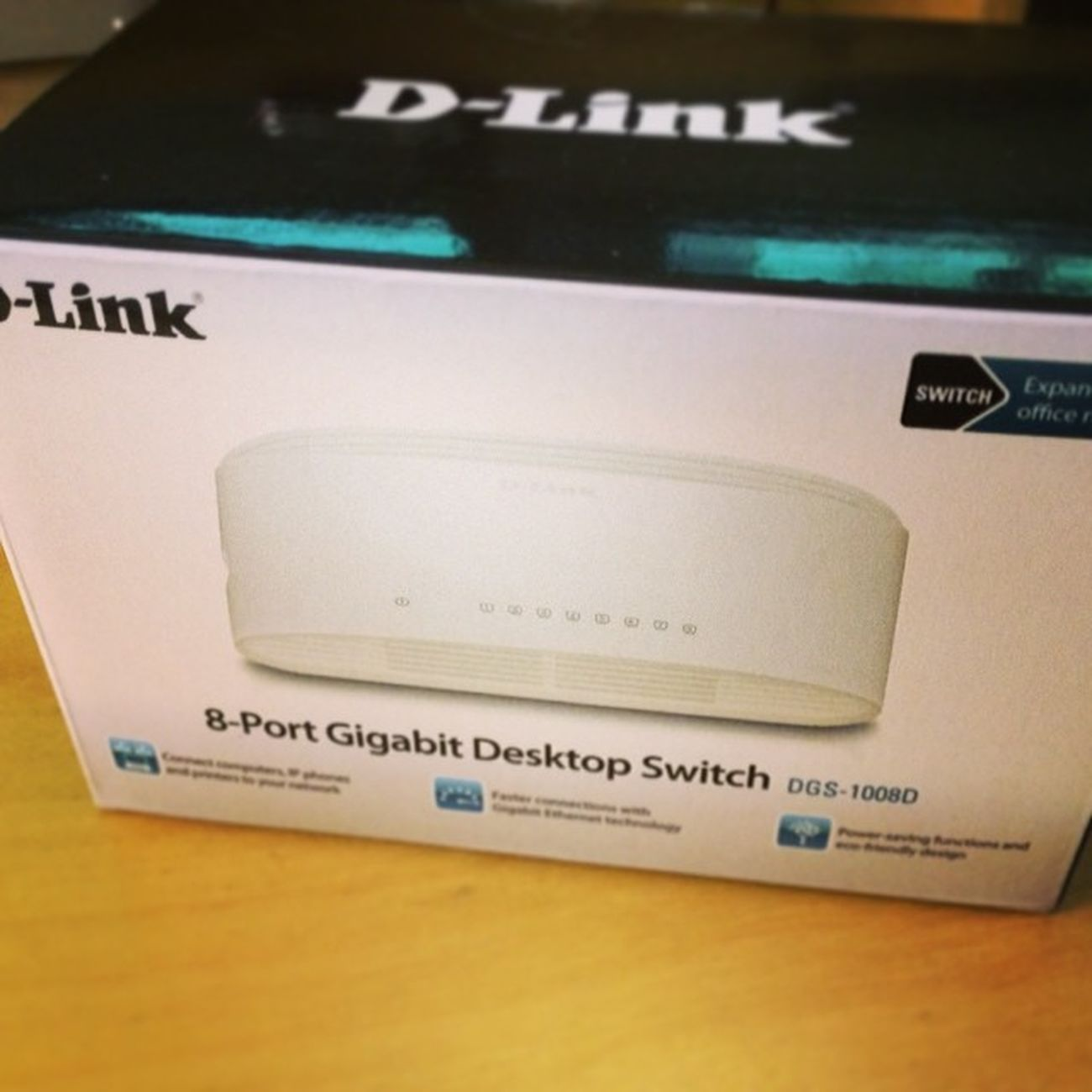 Endlich haben auch meine #MediaCenter und #Spielkonsolen eine stabile und schnelle Anbindung an mein Heimisches Netzwerk #Gigabit #LAN #Switch #8Port #Dlink #D-Link #dlinkgreen Switch D Lan Dlink Mediacenter 8port Dlinkgreen Spielkonsolen Gigabit