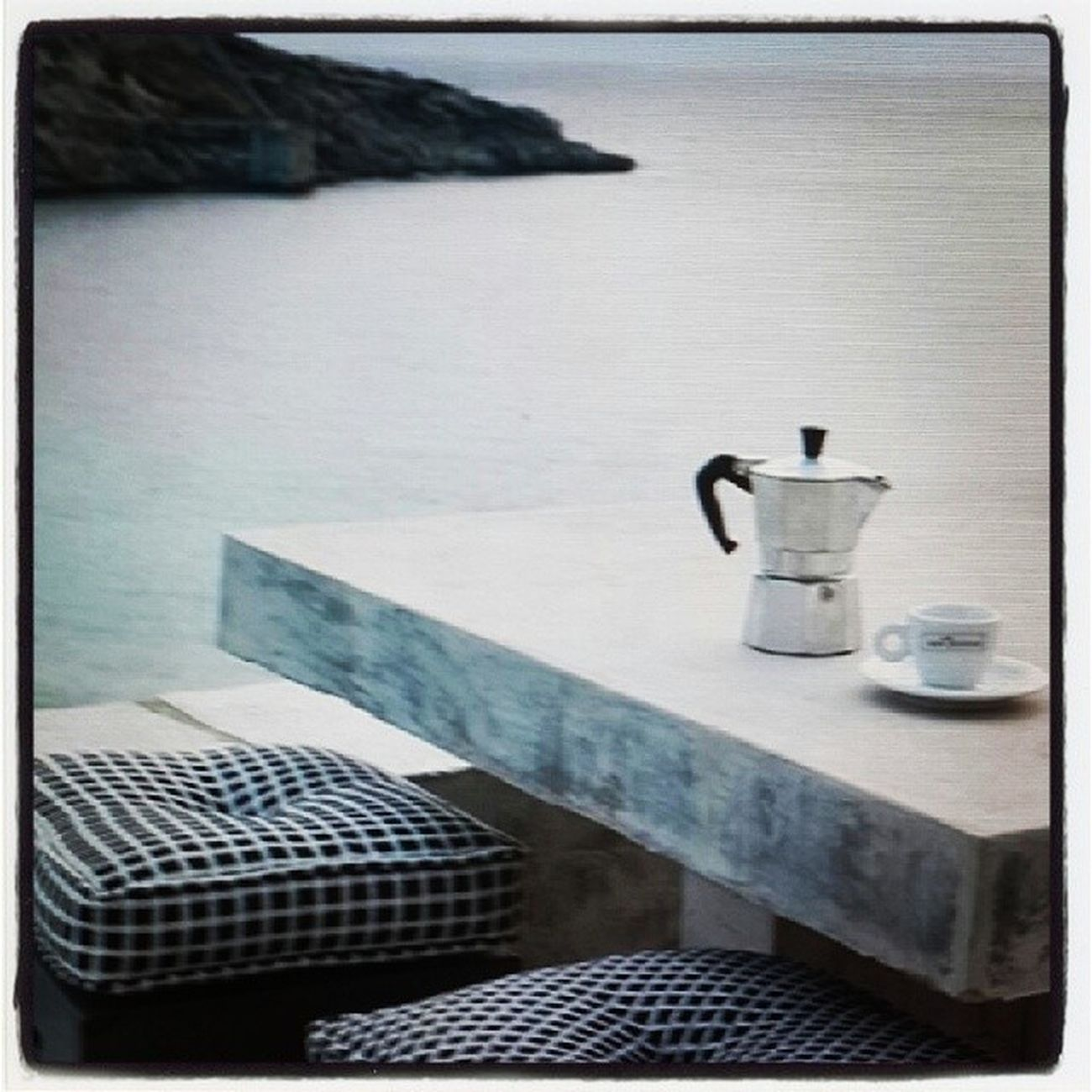 Dégustez son café face à la mer ! Cafesbenyedder Cafegramers PauseCafe Insta9hiwa instacafe instagood instamood photoftheday yummy café moka