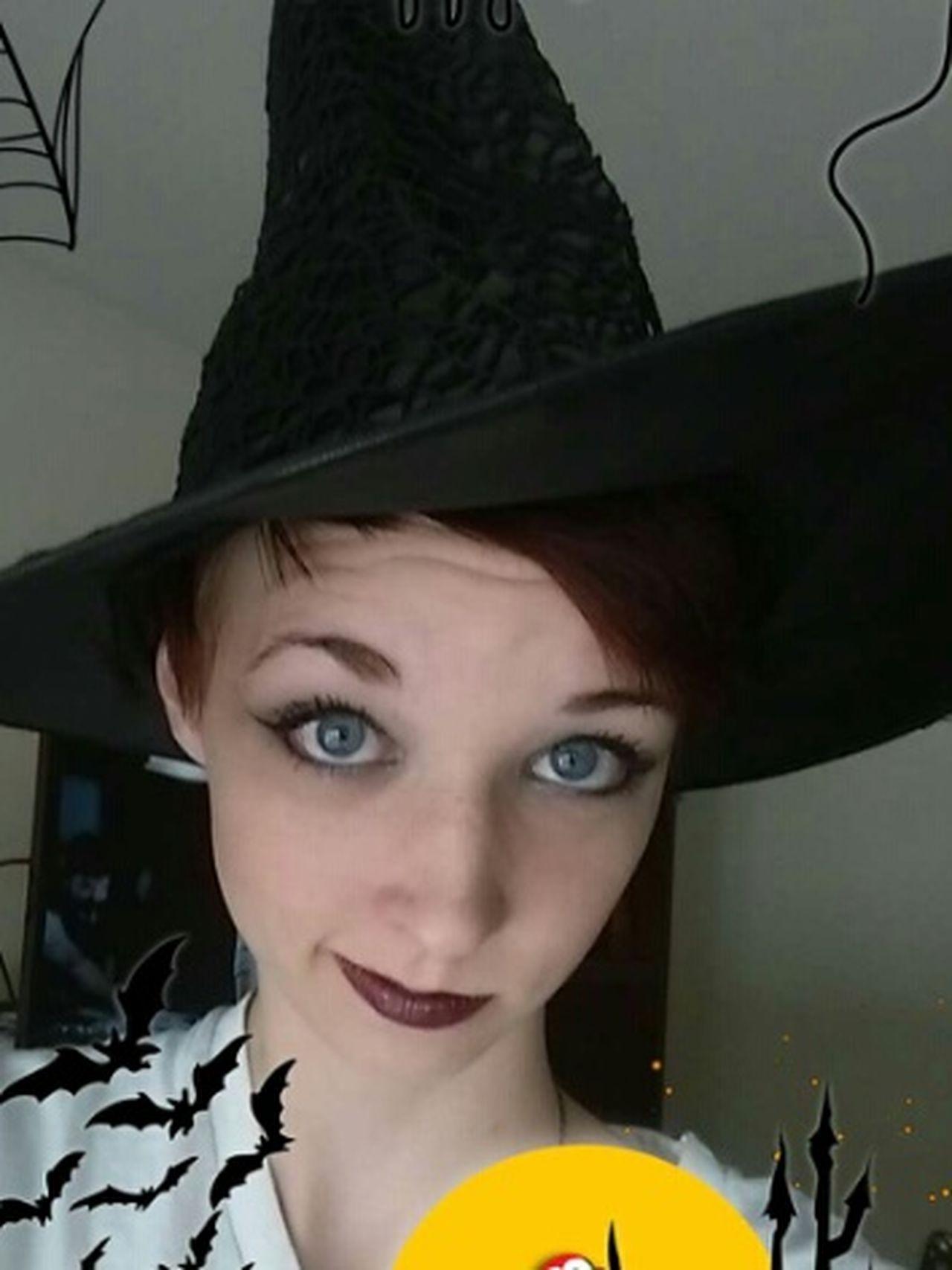 A very beautiful halloween celebrater Friend Pretty Eyes Halloween Beauty Pointed Hat Makeup Girl Pretty Style Fun Happy